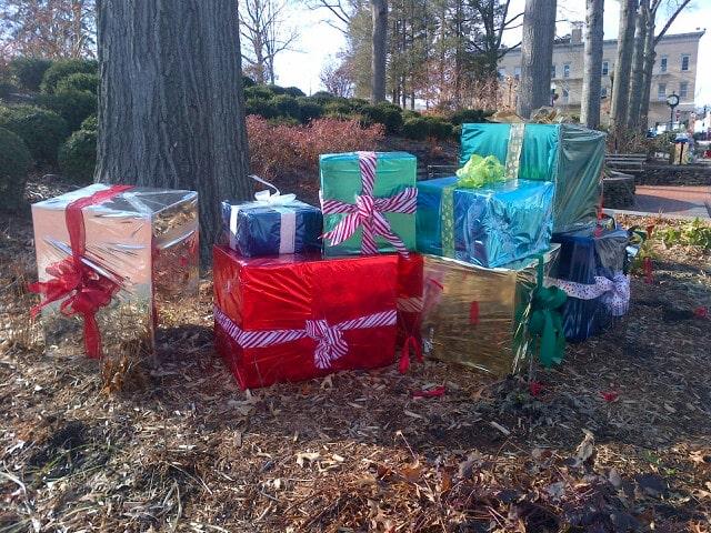Holiday_gifts_theridgewoodblog